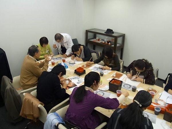 企画展関連特別講座「九谷焼赤絵細描・講演会」「絵付体験」を開催