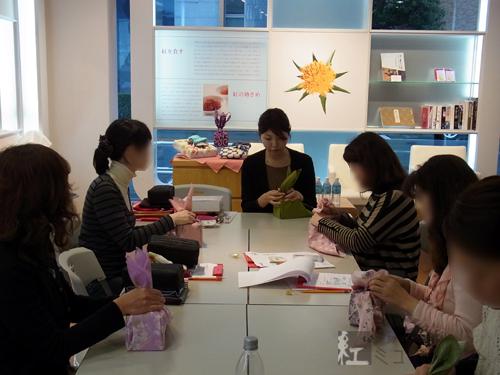 暮らしを彩るふろしきの包み方講座を開催しました