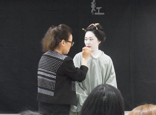 4/23(土)「江戸の化粧再現講座」~美顔マッサージと白粉化粧~を開催しました