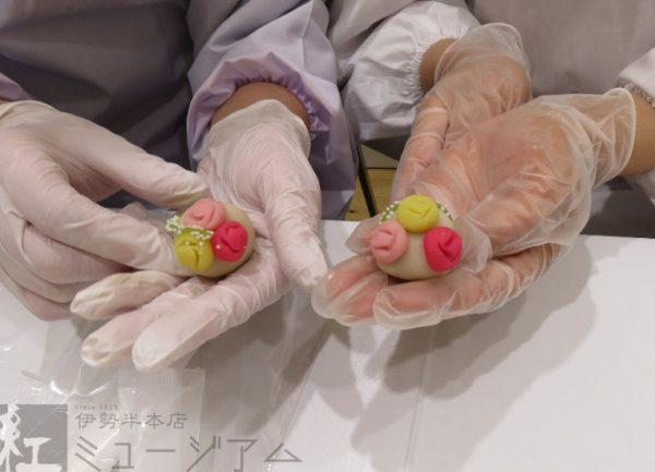 2月12日(月・祝)に「紅色和菓子でバレンタイン」~御料紅で作る季節の和菓子~を開催しました