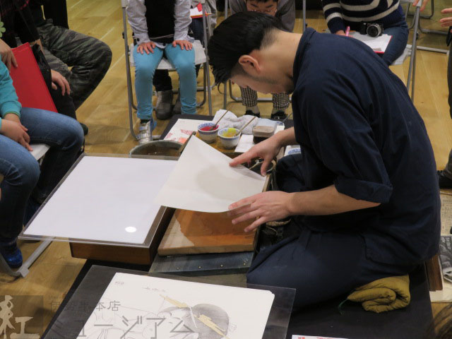 「浮世絵ワークショップ」~摺り実演と細工紅を使った摺り体験~開催しました